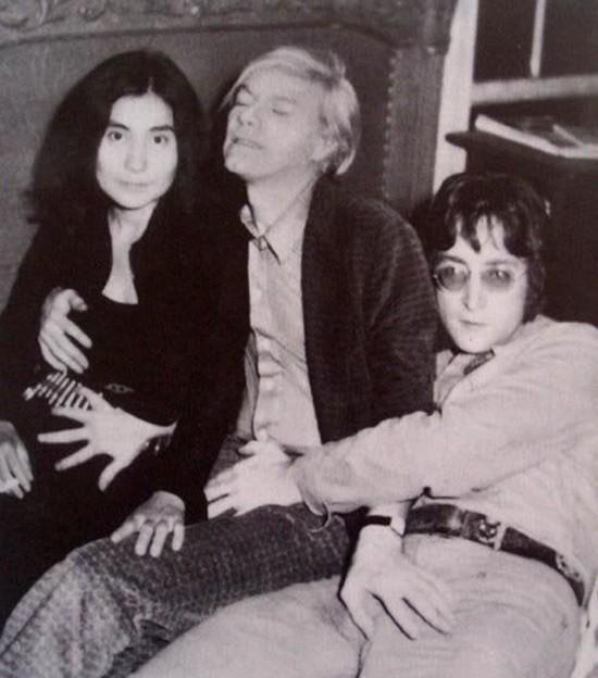 Andy Warhol, Yoko Ono ir John Lennon graibosi tarpusavy
