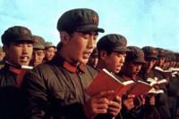Kinų armija skaito Mao kliedesius
